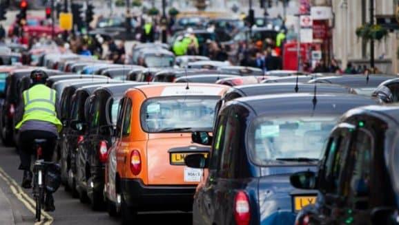 İngiltere'de Trafik Neden Soldan Akar ?